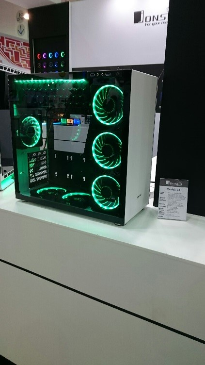 COMPUTEX TAIPEIPCケースの展示